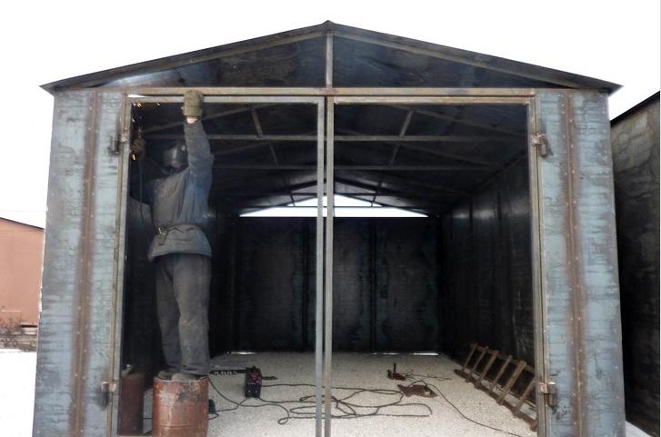Ворота каркасного гаража из профильных труб