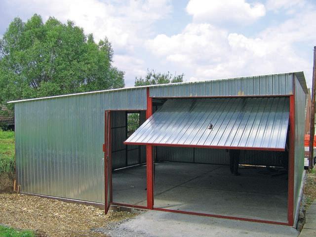 Использование металлопрофиля для возведения гаража: плюсы и минусы