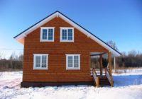 Задняя часть домика зимой