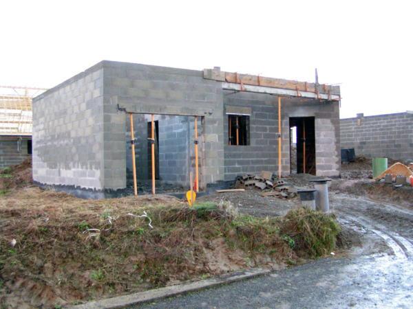 С чего начинается строительство гаража из шлакоблока?