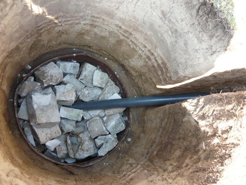 Чтобы сделать сливную яму необходимо учитывать следующие нюансы:
