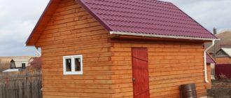 Как в бане сделать окна и двери, а также возвести крышу?