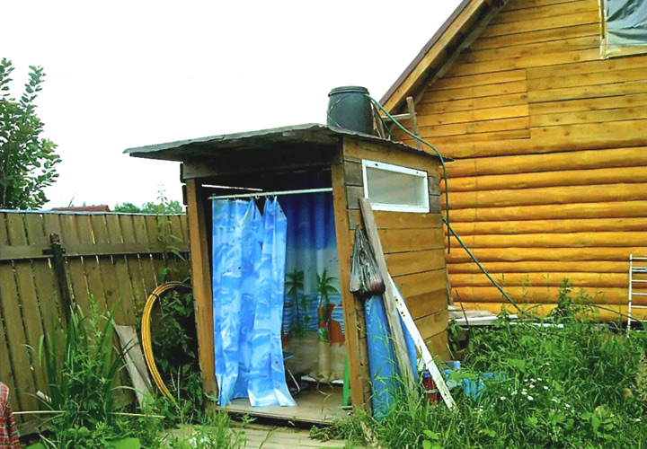 Летний стационарный душ на даче