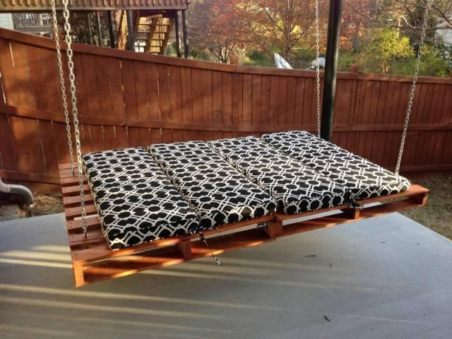 Подвесная кровать или диван для дачи