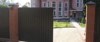 Раздвижные ворота традиционно подразделяются на два типа: