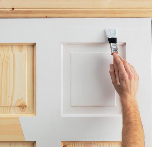Декорируем двери с помощью краски