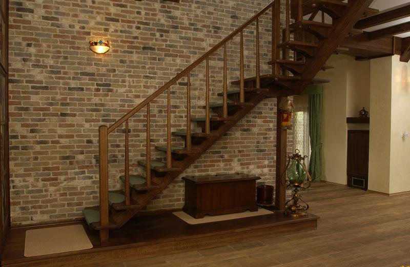 Необходимые детали для одномаршевой деревянной лестницы