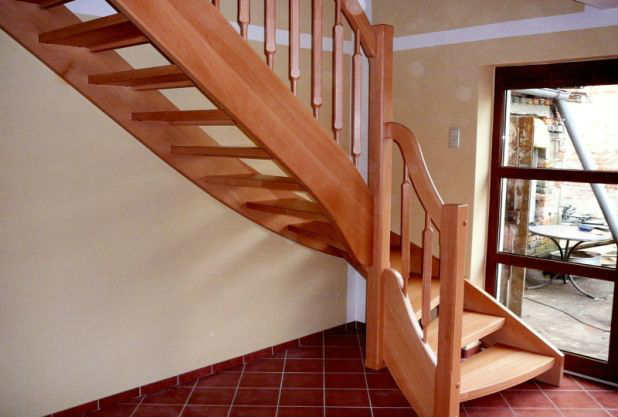 Маршевая деревянная лестница на второй этаж своими руками
