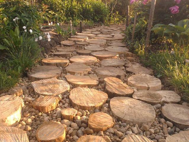 Обустройство дорожки, которая полностью состоит из среза дерева