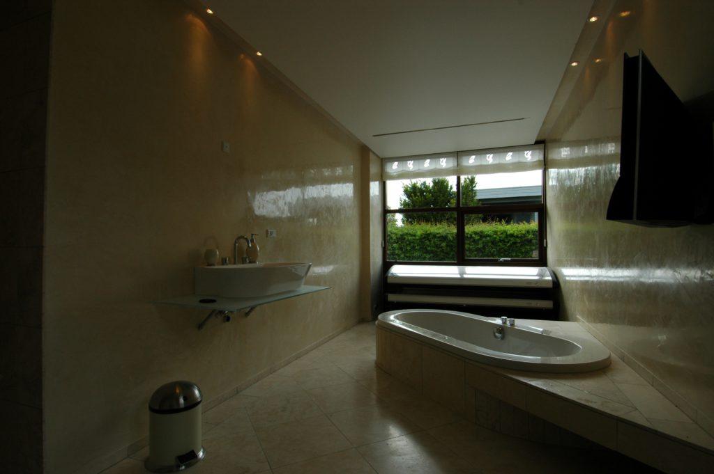 Венецианская штукатурка в интерьере ванной комнаты