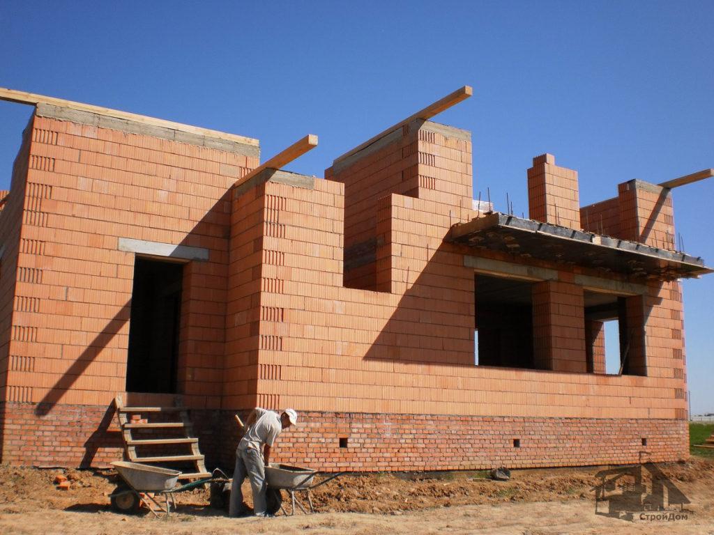 Строительство стен из керамического кирпича