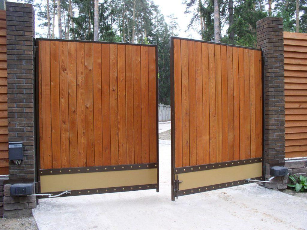 Почему деревянные ворота лучше