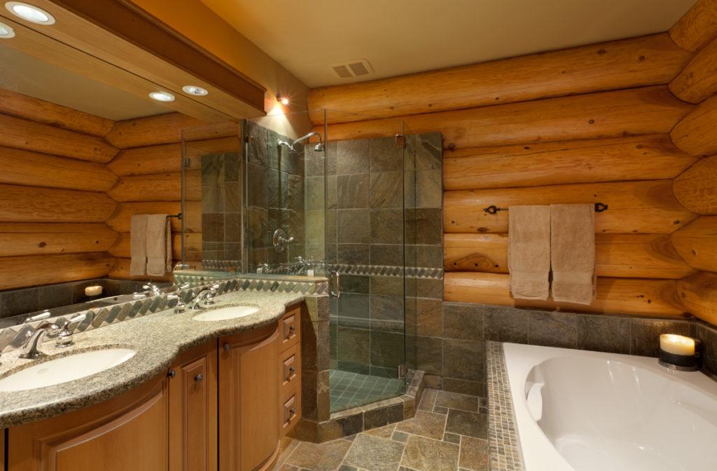 Пол в туалетах и ванных комнатах