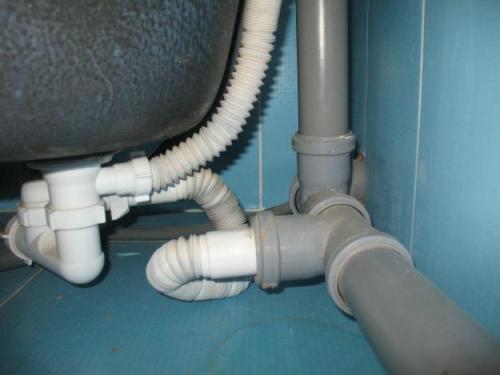 Как заменить трубы в туалете?