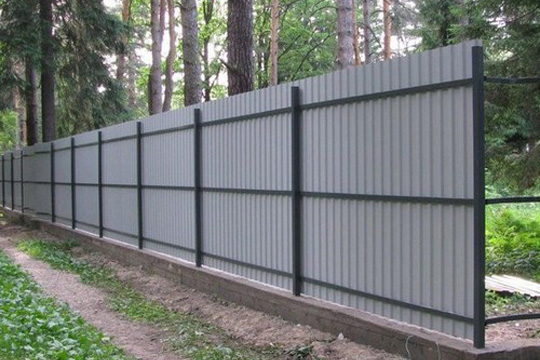 Как выбрать профнастил для ограды