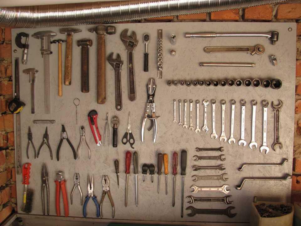 Как сделать полки для инструмента в гараже своими руками