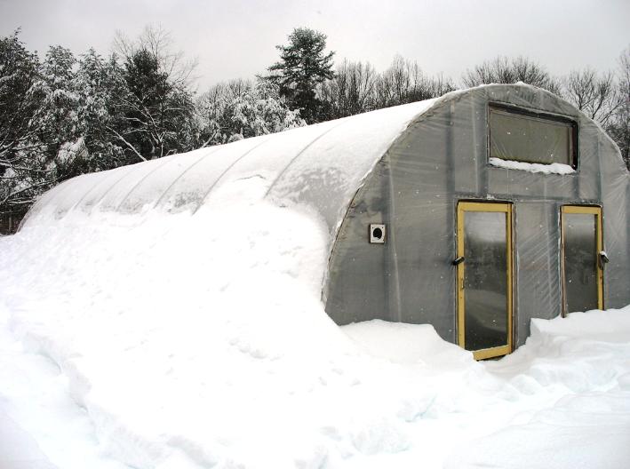 Как возвести теплицу для зимнего периода самостоятельно?