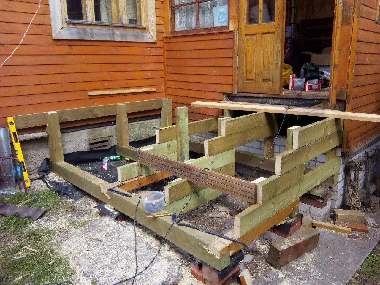 Строительство крыльца к деревянному дому